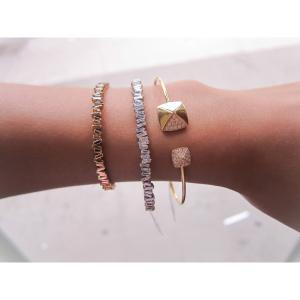 hand modelling bangles